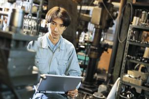 作業服の男性の写真素材 [FYI01339357]