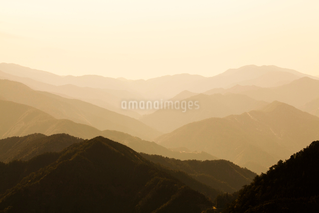 玉置神社から見た山々の風景の写真素材 [FYI01339640]