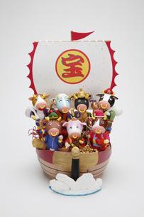 丑の七福神と宝船の写真素材 [FYI01339660]