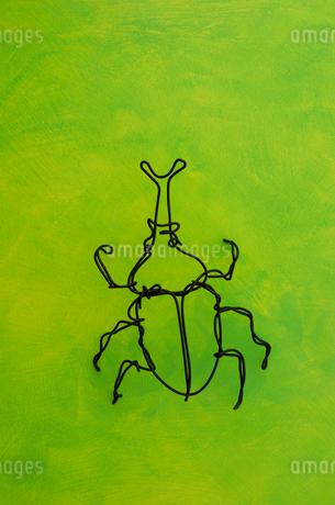 ワイヤーで作られたカブト虫のイラスト素材 [FYI01340111]
