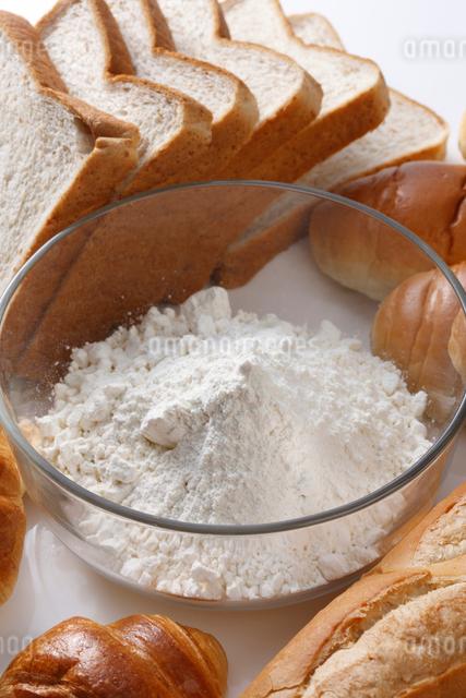 パンと小麦粉の写真素材 [FYI01340136]