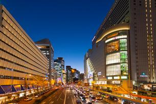 大阪駅前夕景の写真素材 [FYI01340196]