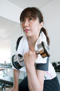 トレーニングをする日本人女性の写真素材 [FYI01340521]