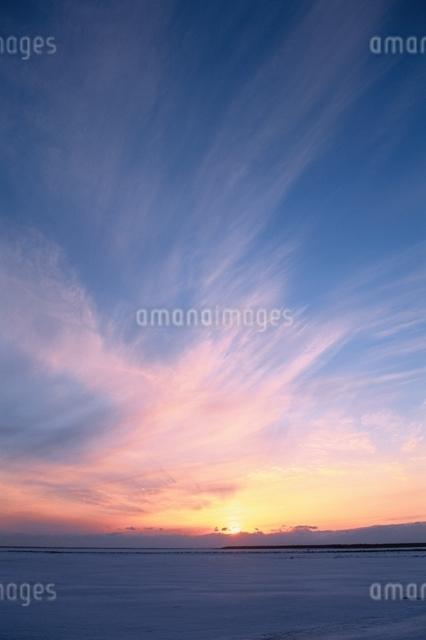 日没(野付半島)の写真素材 [FYI01340667]