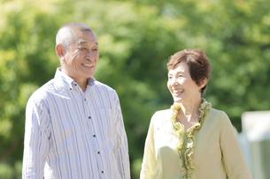 笑顔のシニア夫婦の写真素材 [FYI01340974]