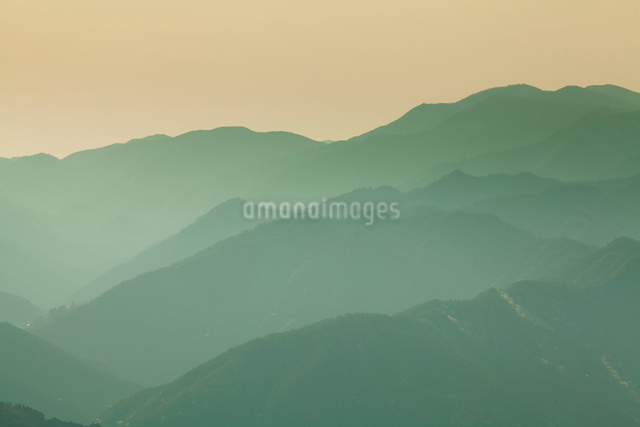 玉置神社から見た山々の風景の写真素材 [FYI01341171]