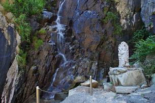 蘇洞門の吹雪の滝の写真素材 [FYI01341548]