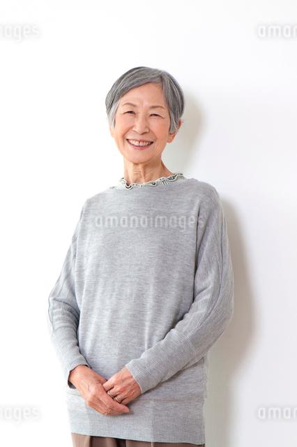 笑顔のシニア女性の写真素材 [FYI01341696]