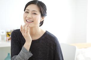笑顔の中高年女性の写真素材 [FYI01342005]