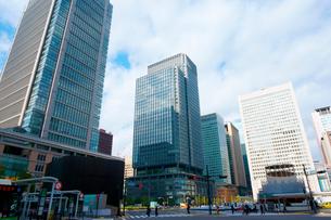 東京駅前丸の内ビルと新丸の内ビルの写真素材 [FYI01342263]