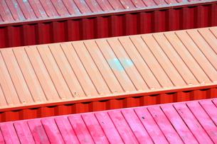 上から見たコンテナの屋根の写真素材 [FYI01342403]
