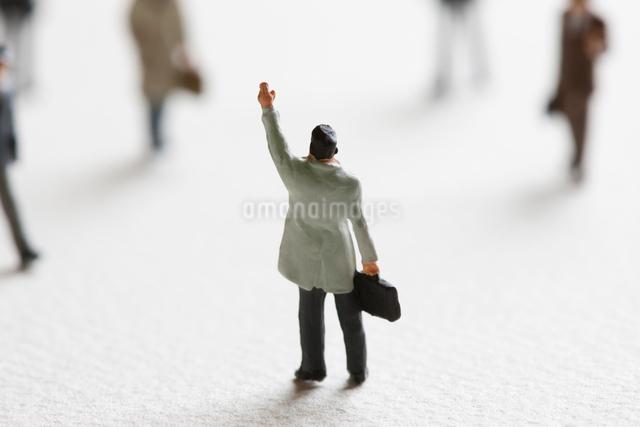 人を集めるビジネスマンのフィギアの写真素材 [FYI01342693]