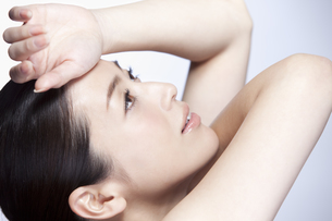 中年女性の美容イメージの写真素材 [FYI01343210]