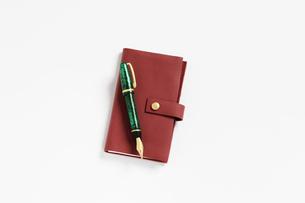 手帳と万年筆の写真素材 [FYI01343253]