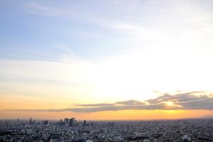 新宿のビル群と空の写真素材 [FYI01343307]