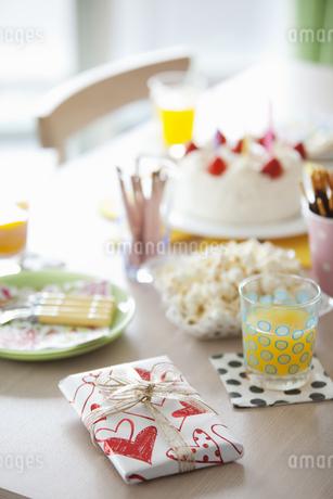 誕生日パーティーイメージの写真素材 [FYI01343516]