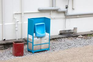 工事現場の簡易トイレの写真素材 [FYI01343584]