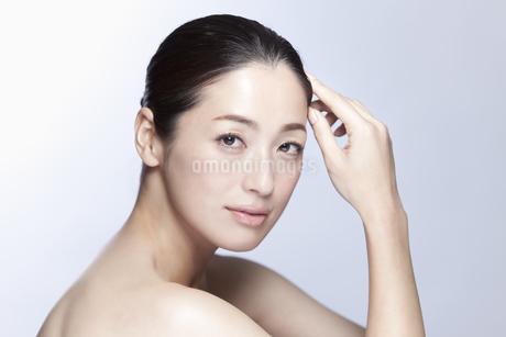 中年女性の美容イメージの写真素材 [FYI01343933]