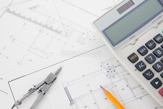 設計図とペンとコンパスの写真素材 [FYI01344232]