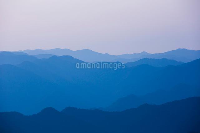 玉置神社から見た山々の風景の写真素材 [FYI01345396]