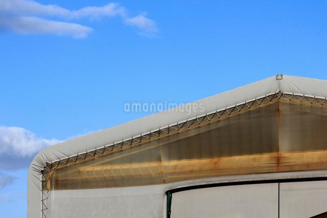 テント倉庫の写真素材 [FYI01347633]