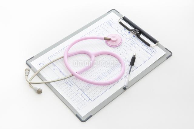 聴診器と診療録の写真素材 [FYI01348138]