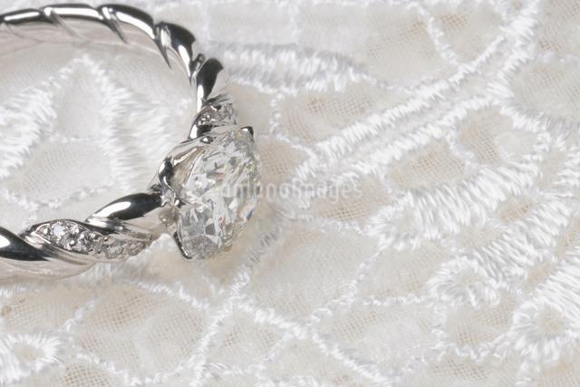 ダイヤのリングの写真素材 [FYI01348218]