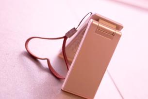 ハートと携帯電話の写真素材 [FYI01348589]