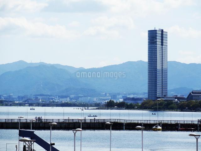 浜大津港から見た琵琶湖の写真素材 [FYI01349324]