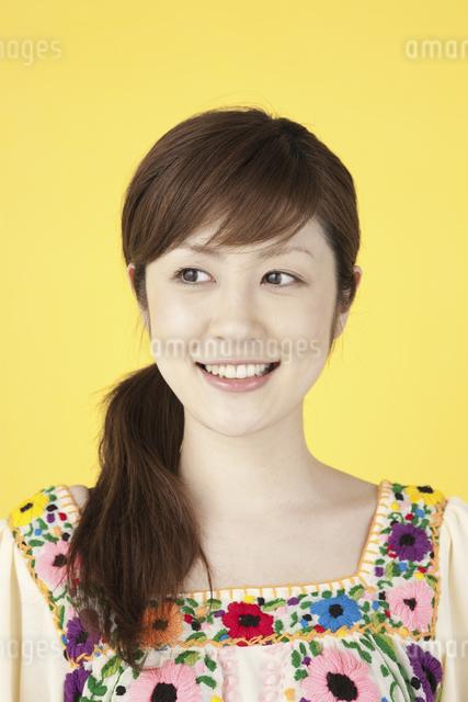 微笑む女性の写真素材 [FYI01349717]