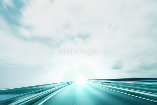 スピード感のある道路 CGの写真素材 [FYI01350346]
