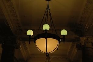 屋内 電灯の写真素材 [FYI01350456]