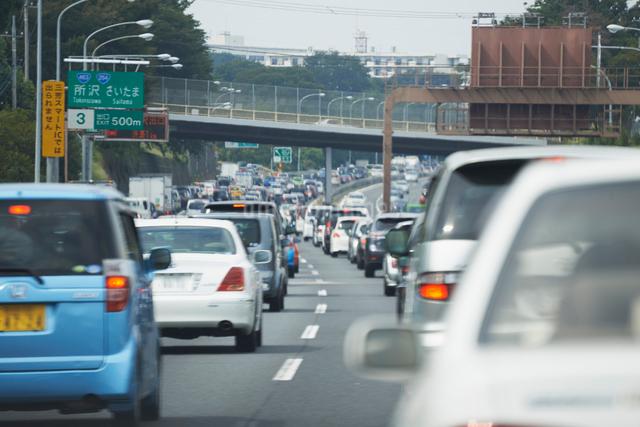 渋滞する高速道路の写真素材 [FYI01351841]