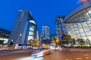 大阪駅夜景の写真素材 [FYI01351937]