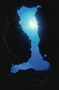 ブーツの形をした水中洞窟の写真素材 [FYI01352243]