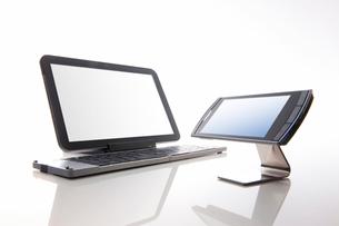 タブレットPCとスマートフォンの写真素材 [FYI01352316]