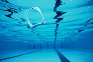 プール水中の写真素材 [FYI01354466]