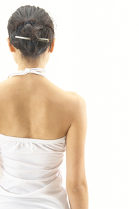 女性の背中の写真素材 [FYI01355422]