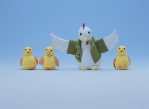 羽ばたく酉の親子の写真素材 [FYI01356000]