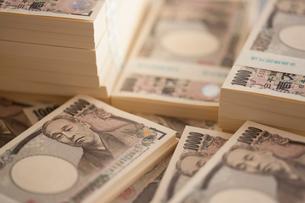 一万円札の札束の写真素材 [FYI01357563]