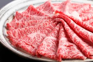 牛しゃぶ霜降り肉の写真素材 [FYI01358557]