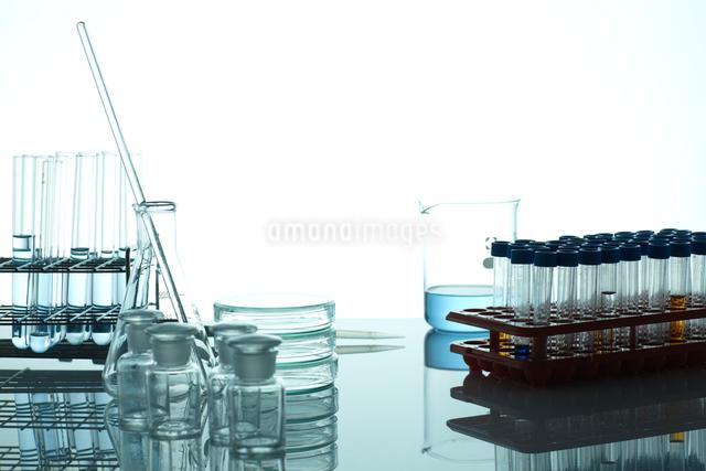 試験管やフラスコやビーカーと実験容器の写真素材 [FYI01358658]