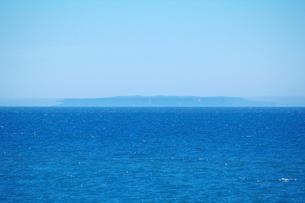 焼尻島と蜃気楼の写真素材 [FYI01358748]
