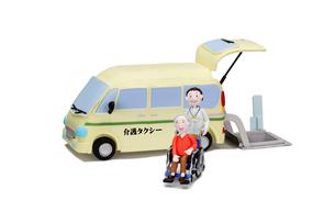 介護タクシーと車椅子に乗った老人とドライバーの写真素材 [FYI01360413]