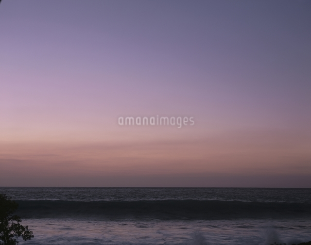 海と夕日の写真素材 [FYI01360442]