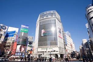 渋谷 ハチ公前交差点の写真素材 [FYI01360716]