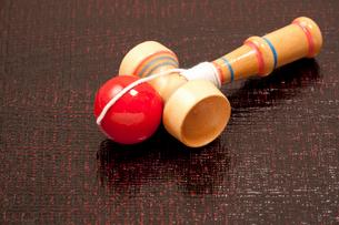 日本の伝統的な玩具のケンダマの写真素材 [FYI01361553]
