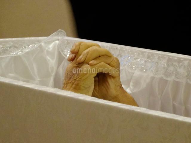 棺に入った遺体の写真素材 [FYI01361612]