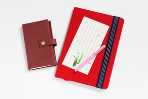 便箋とボールペンとノートと手帳の写真素材 [FYI01362415]