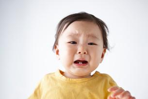 泣く赤ちゃんの写真素材 [FYI01363264]